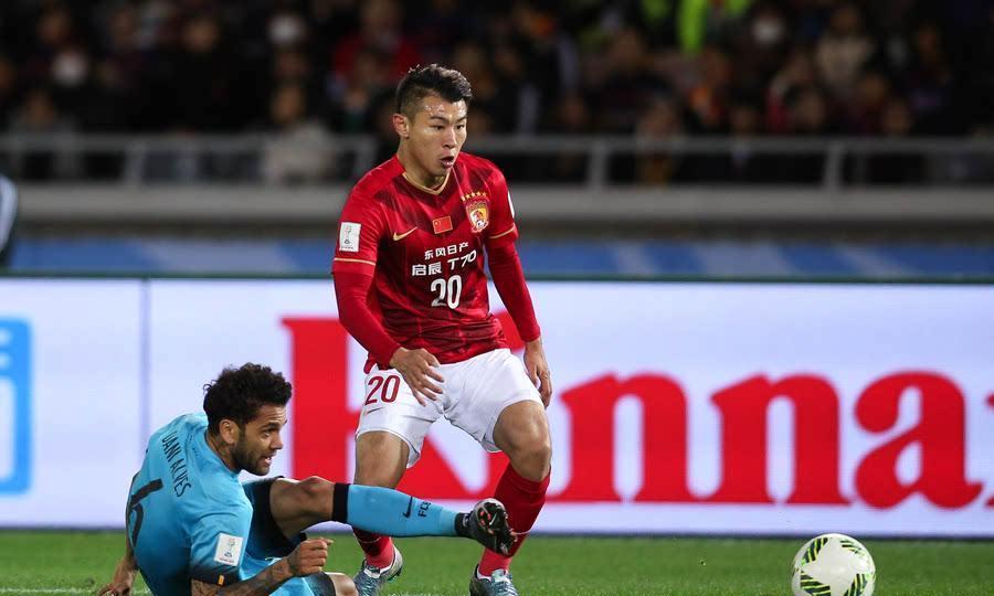国足球员于汉超现状:32岁身价亿万,如今和美妻生活幸福滋润