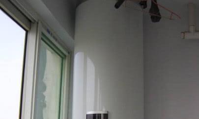 家里别装电热水器了,头次见有钱人家在阳台装这种,太实用了