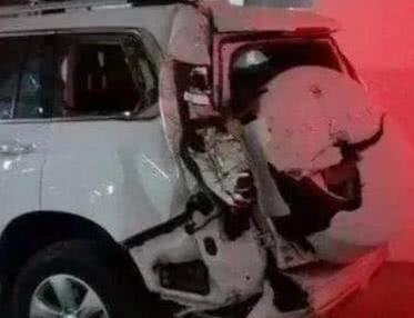 国产车真不赖,工程车撞上哈弗H9,车变形人没事,车主:就买它