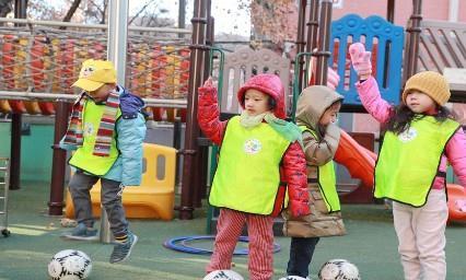 冬季上幼儿园的孩子,公立往往比私立多,难道私立做得还不够好?