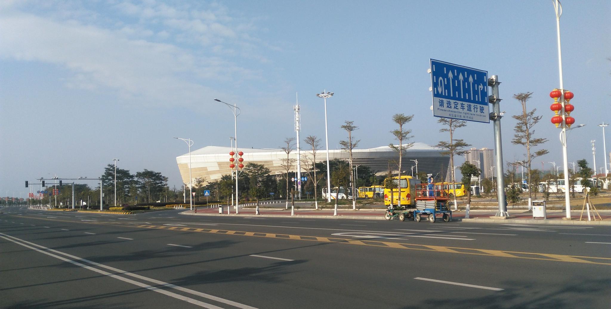 湛江奥林匹克体育中心附近实拍,这里的环境清新,海风清凉
