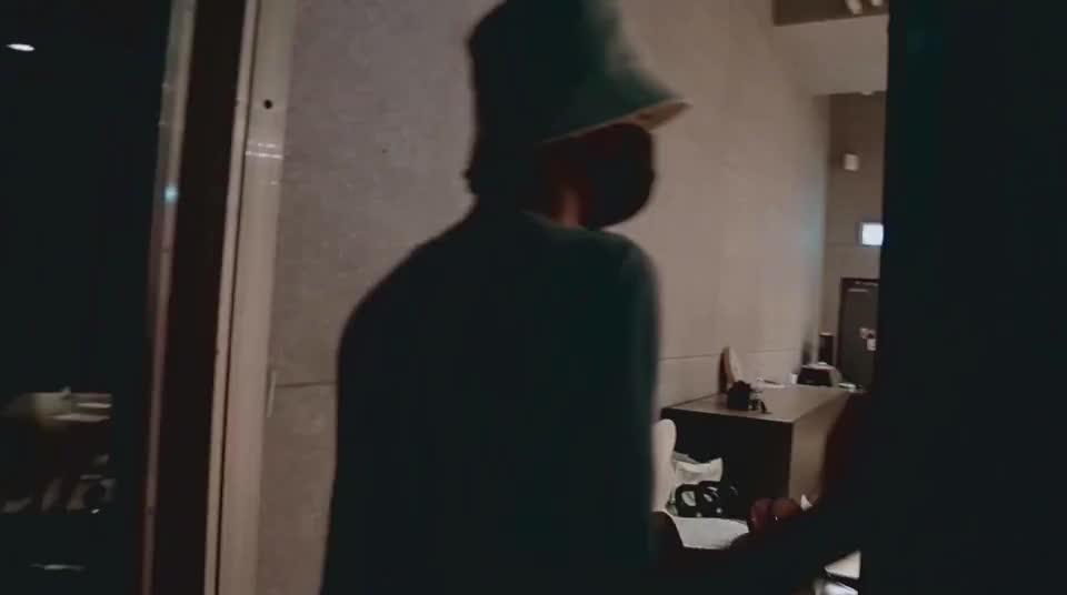 朱正廷来到偶像练习生练习室唱歌舞蹈都来一遍重现面试的场景