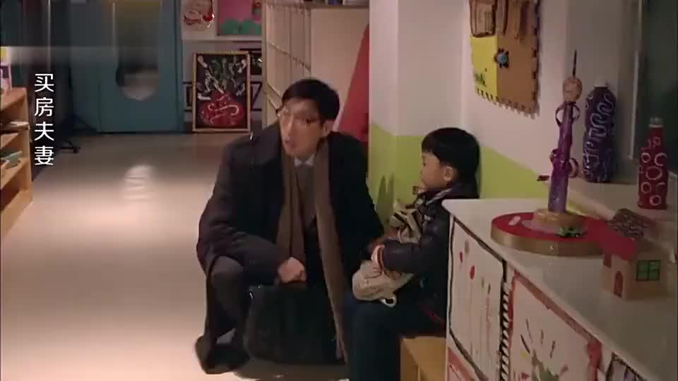 男孩尿裤子了老师不管还骂他是撒尿大王家长气急败坏带他退园