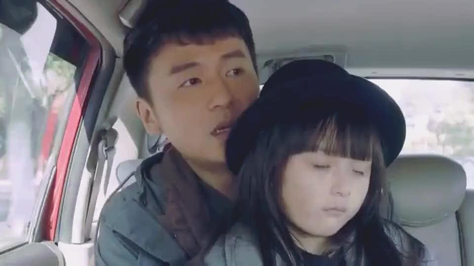 五岁女儿英语过八级,和司机用英语交流,老爸却一句都不懂!