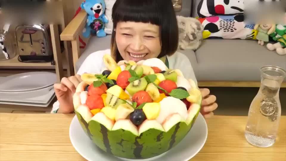 14斤的超大份西瓜水果饮料,一口气全吃完!