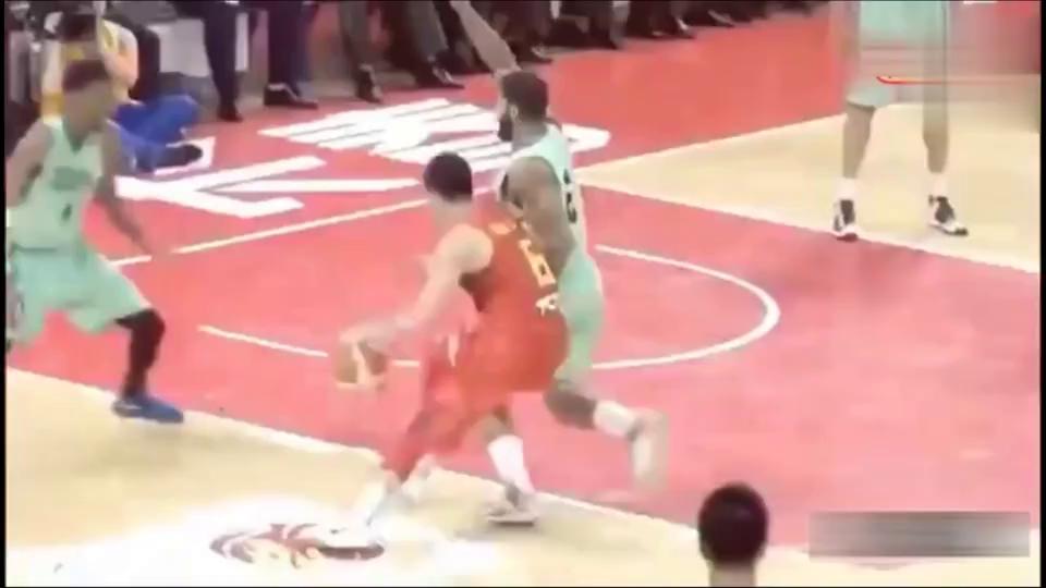 郭艾伦厉害了!把篮球打到如此梦幻境界,中国男篮只有他