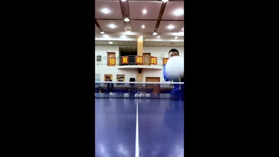 不懂球的胖子@刘国梁来秀花式发球了!最后再来一发王之蔑视