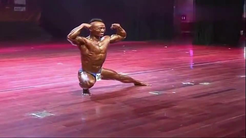 黄金时代健美大赛男子健美个人形体展示