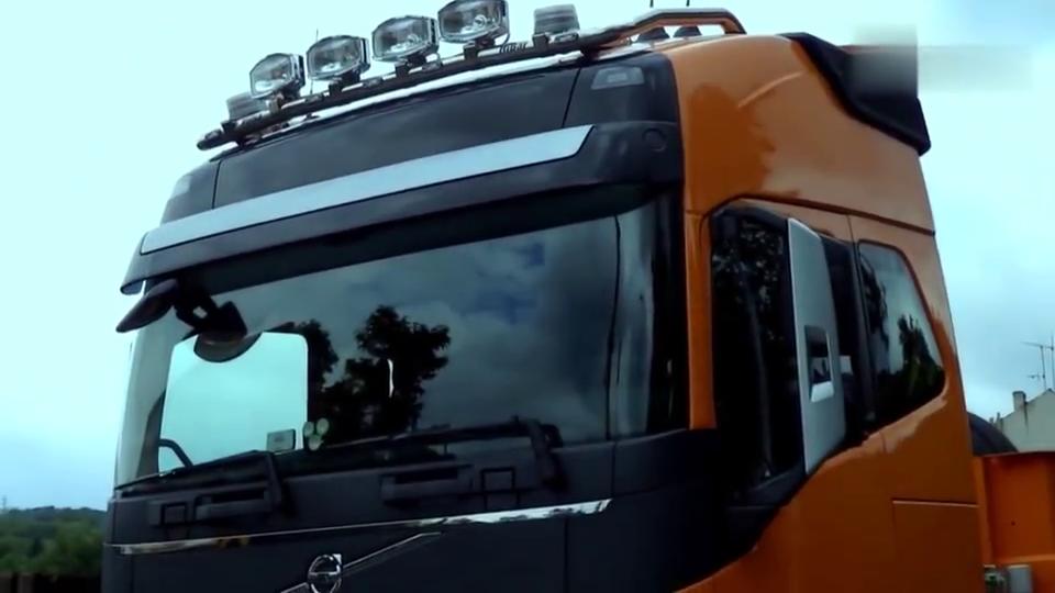 沃尔沃750半挂车,能拉多少吨货有比这更大马力的车吗