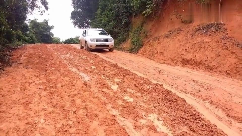 遇到这样的泥坡,司机一脚刹车后才是蒙圈的开始!真爽