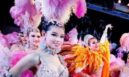 """泰国人妖""""伺候""""游客时,为什么会偷偷吃避孕药?原因令人很羞耻"""