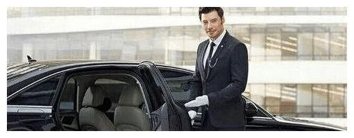 40岁富婆招男司机, 包吃包住月薪10万, 提出的几个条件让男人尴尬