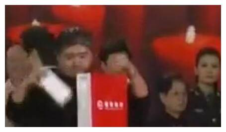 刘欢捐款方式吓人,赵本山出手豪气,这些女星却让人愤怒!