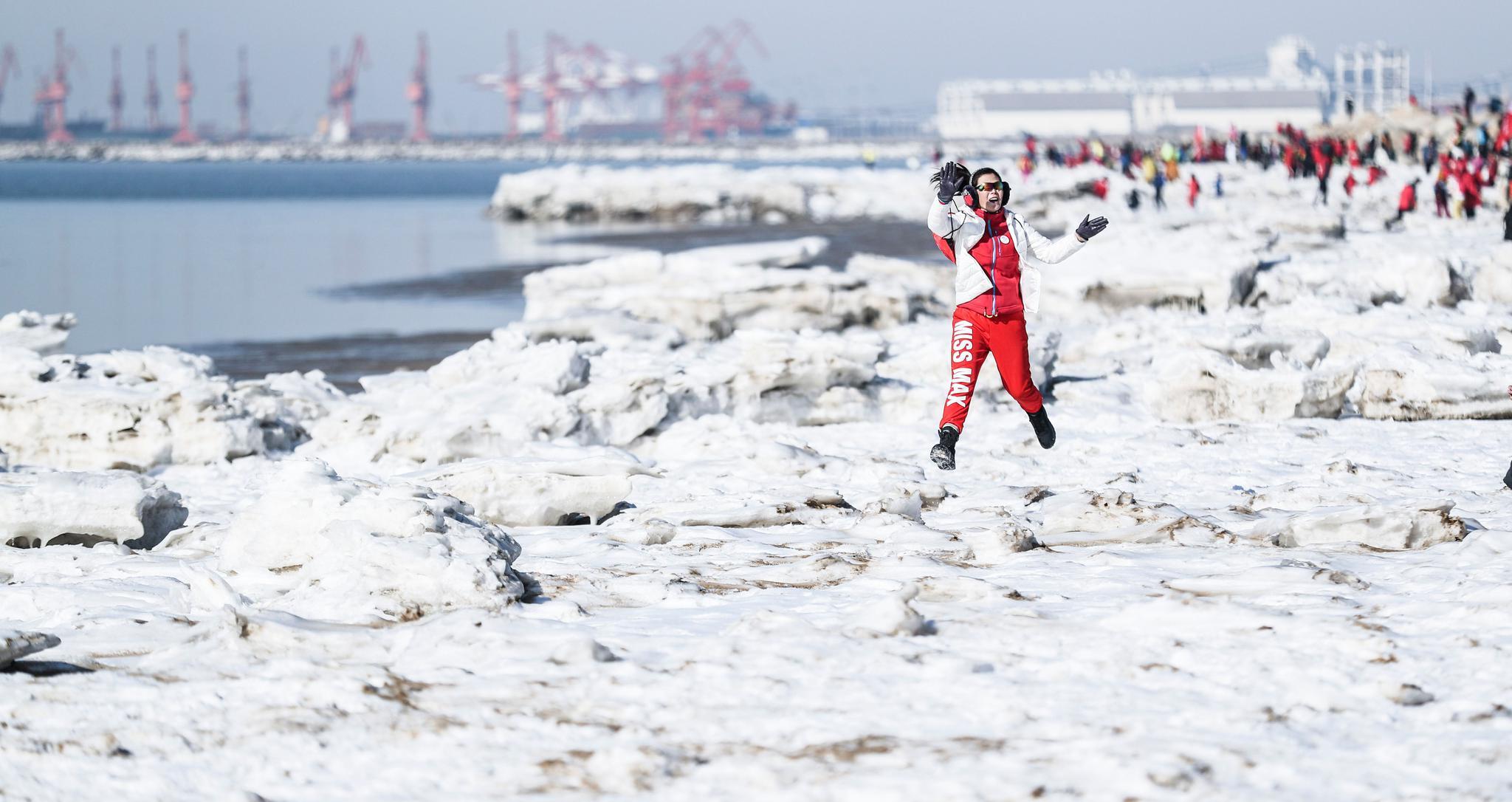 全民健身——穿越冰凌 体验冰雪乐趣