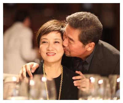 邓婕60岁生日张国立深情告白:在我心里你依然美丽!