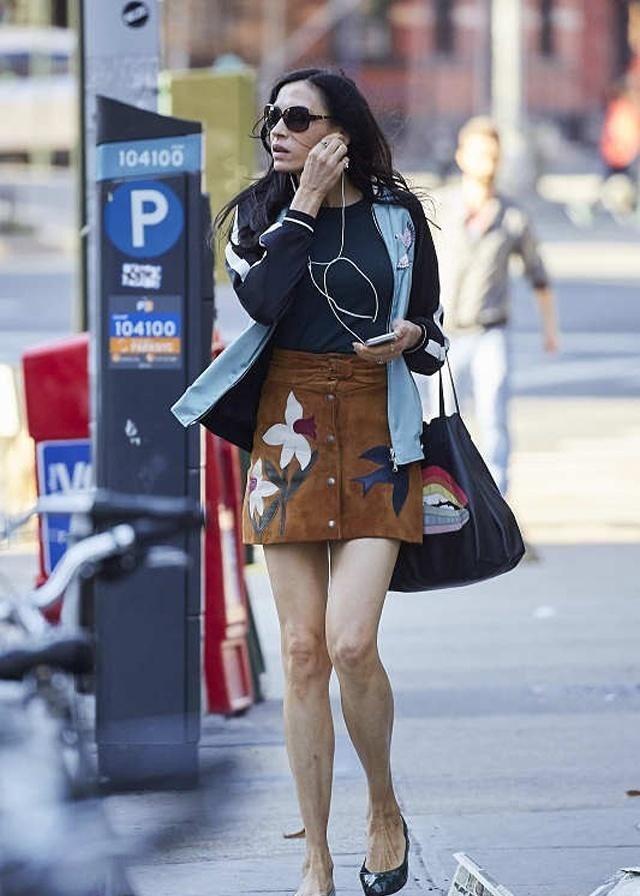 街拍:潮流美衣包罗万象,跟着小姐姐一起学习穿搭吧!