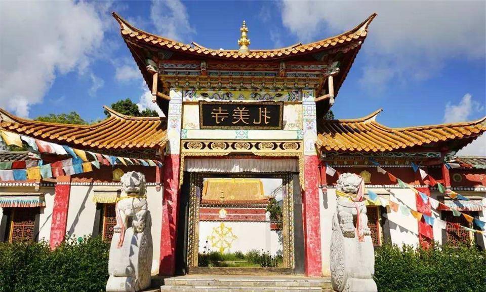 中国香火最旺寺庙,香火钱堆积如山用麻袋装,消防车随时待命扑火