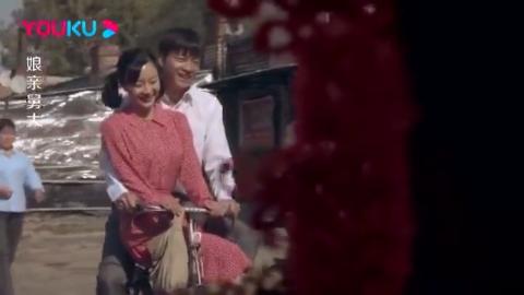 闺蜜俩同一天结婚,坐宝马的新娘看到坐自行车的闺蜜,却后悔了!