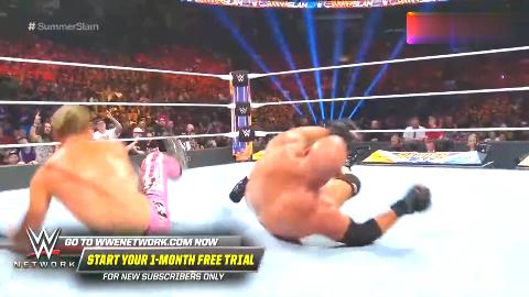 WWE2019夏季狂潮大赛道夫超级踢换来战神高柏强力飞冲肩转圈圈