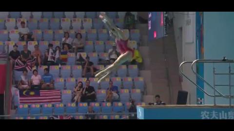 女双人10米台跳水张家齐卢为神同步完美演绎蜻蜓点水