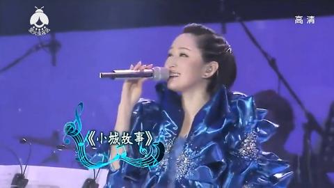 杨钰莹的演唱会妈妈姐夫闺蜜等亲友齐亮相个个慈眉善目