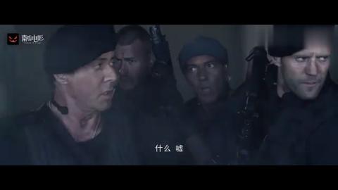 敢死队:政府军包围敢死队,直接出动飞机坦克,对着就一顿乱炸!