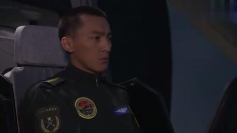 陆军一号:姜海熬夜培训队友模拟直10,怎料参谋长一言不合就教训