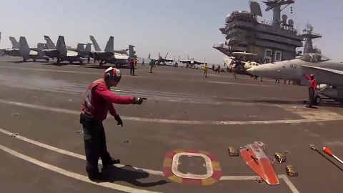 飞行甲板上的最佳工作 - 弹射器安全观察员