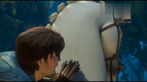 长发公主好可爱的小白马为了夺回皇宫的宝贝跟男子拼了