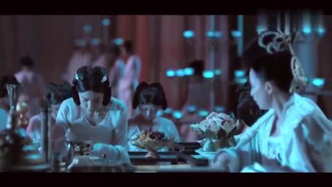 女皇武则天吃个饭需要这么多宫女下跪,连动都不能动!