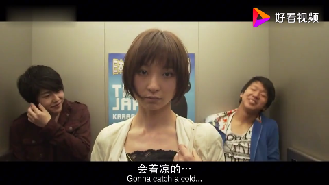 美女在电梯被小伙搭讪美女淡淡一笑五秒钟将他俩打倒