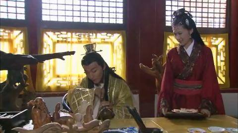 明珠游龙:野丫头做糕点给皇上吃,没有想到,两个人都拉了肚子