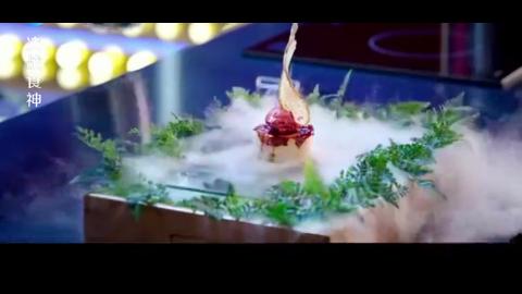 决战食神:一刀切下去,鸭肚里的汤料全流了出来,让人超有食欲