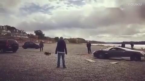 视频:帕加尼湖边越野失手本田CR-V全力相救