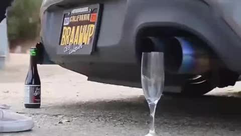 你知道嘶吼着的跑车排气管威力有多大吗?看过这视频颠覆你的认知