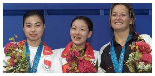 伏明霞14岁获得金牌,如今身材发福成胖美人,66岁丈夫略显憔悴