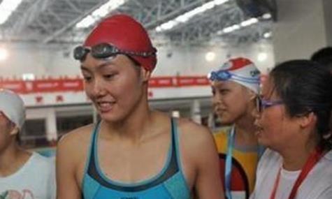 为何中国女性游泳运动员,都胸前平平?傅园慧一语道破真相!