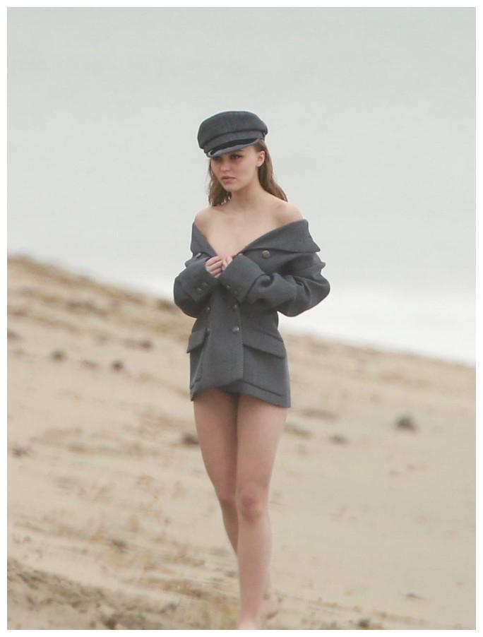 美国影星德普大叔的宝贝女儿,沙滩写真梦幻之美,岳父瞧不上女婿