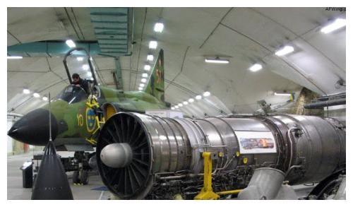 战斗机的电力来源是什么?其实和汽车一样,主要靠发动机发电!