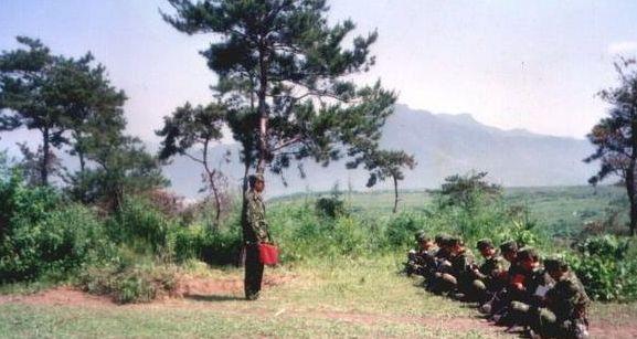 对越反击战:图17.28战斗,图6回撤时顺便活捉一敌人