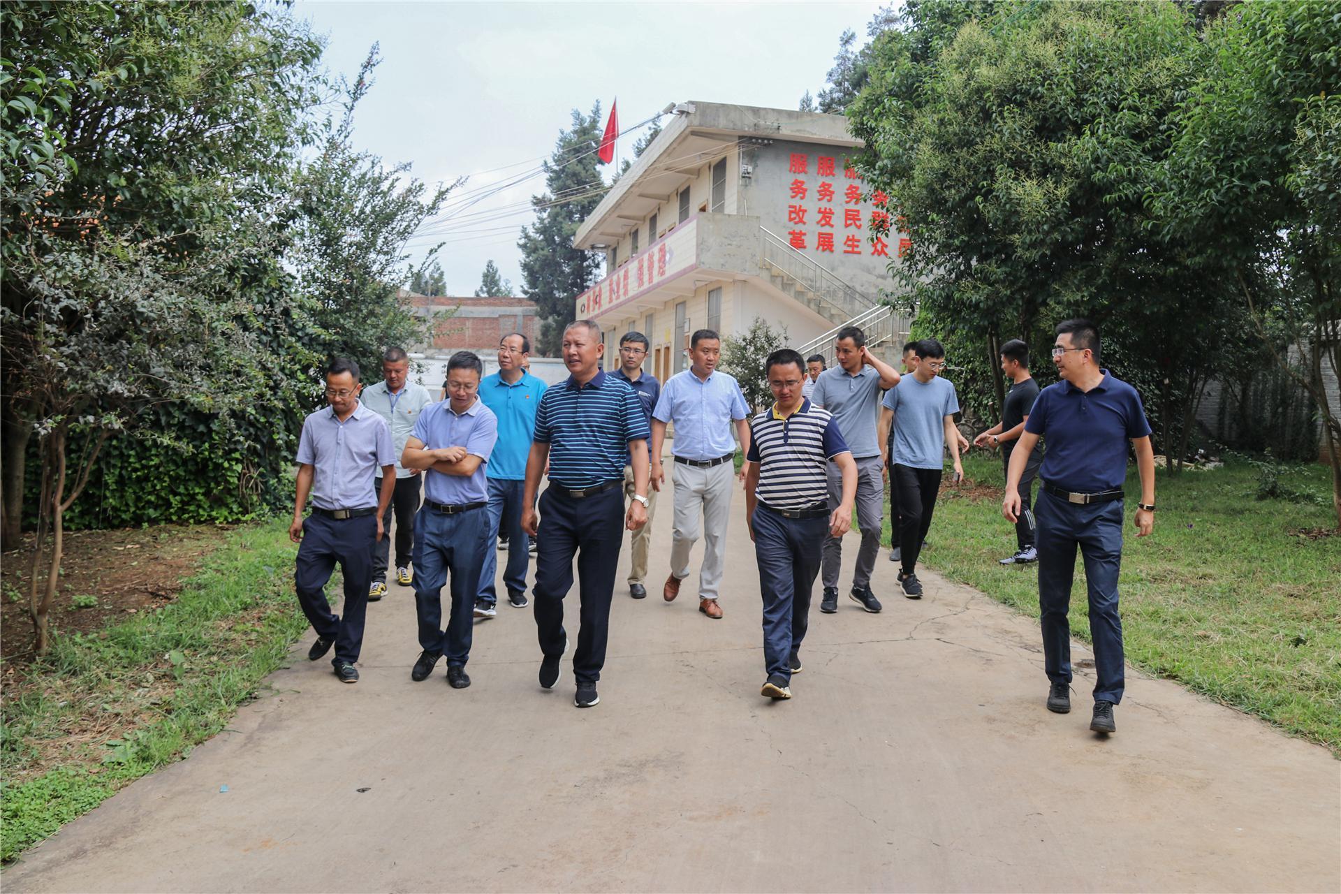 罗平县委副书记、县长海建才到煤炭流通监管巡查队调研