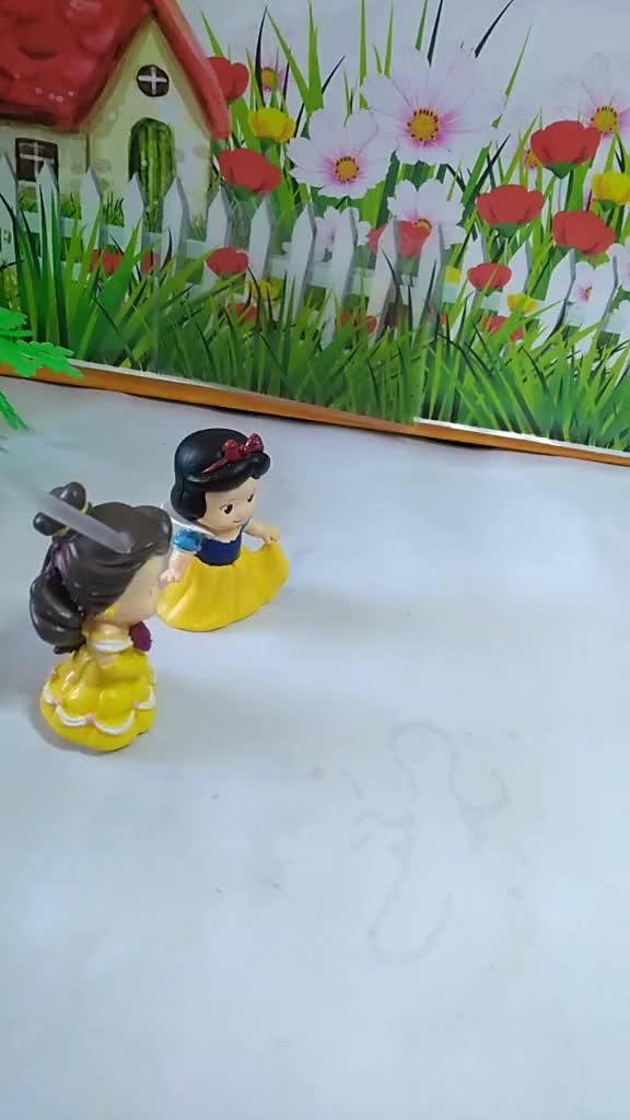 宝宝喜欢玩具白雪和贝儿有危险