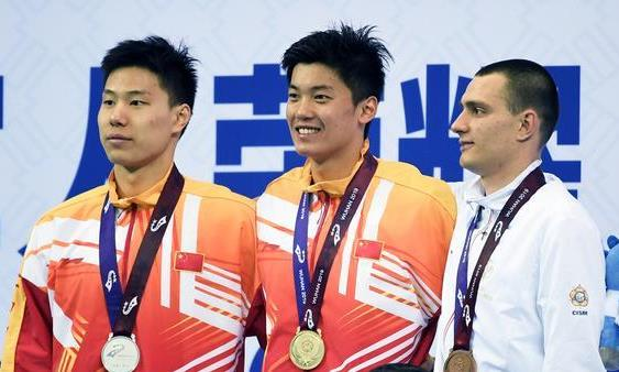 游泳——男子400米个人混合泳:中国队包揽冠亚军