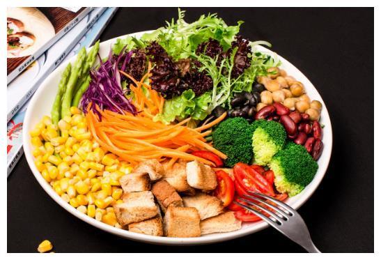 非常营养的蔬菜沙拉,制作简单易学,健康减肥又美味