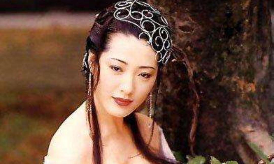 她饰演最美潘金莲,号称亚洲第一美胸,让人一眼难忘