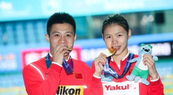 体坛联播中国跳水首夺混合团体金牌,阿根廷申诉梅西红牌