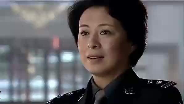 任长霞遭遇车祸去世,几十辆警车全程护航,20万老百姓含泪送别!