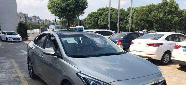 别骂韩系车了,这B级车为夺市场再降4万,仅10万,比帕萨特良心