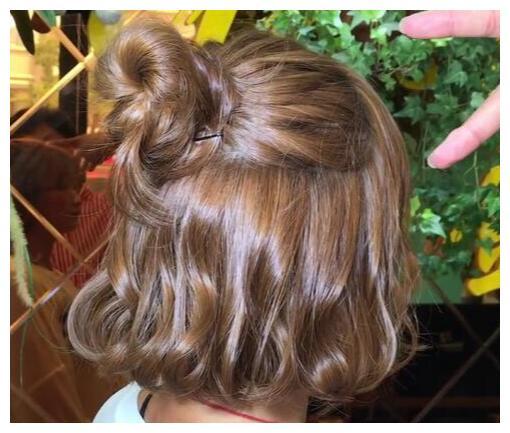 2019新春发型:短沙宣被指单调,35左右因波波烫迷人有韵味图片