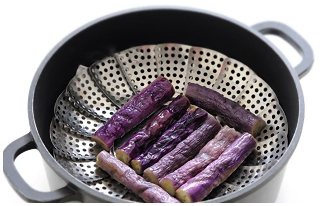 凉拌茄子的家常做法,茄子不油腻不发黑,上桌就被清盘,太好吃了